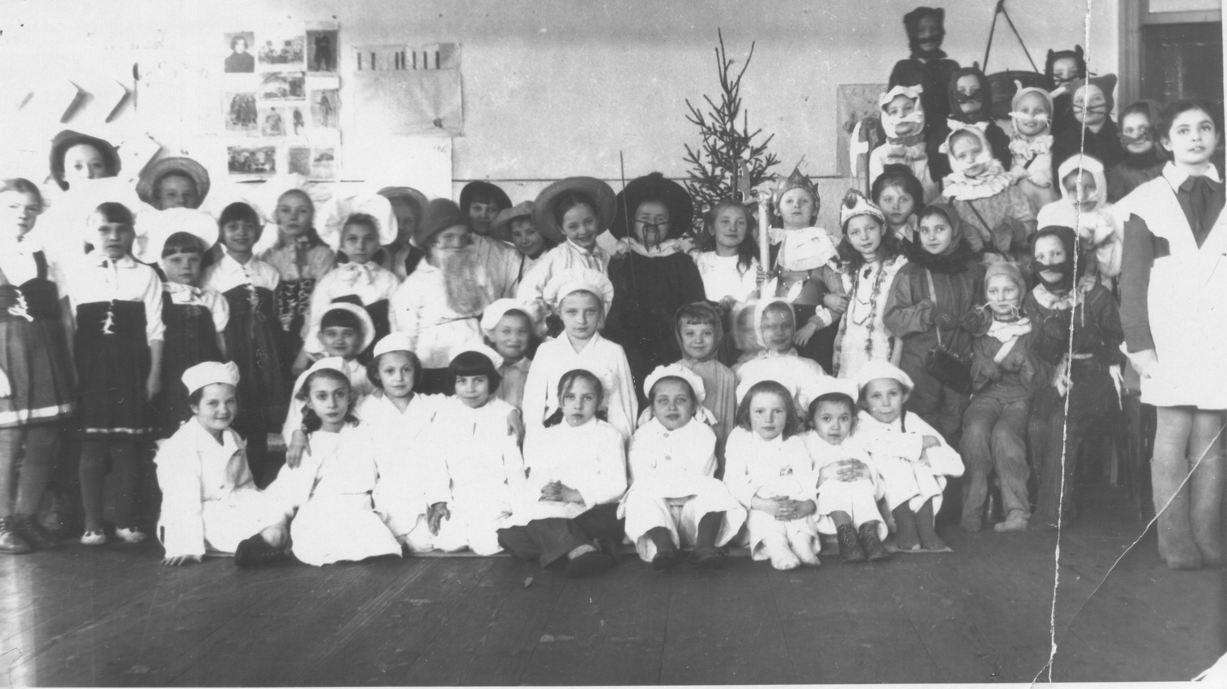 Агитбригада школы № 18. 40-е годы