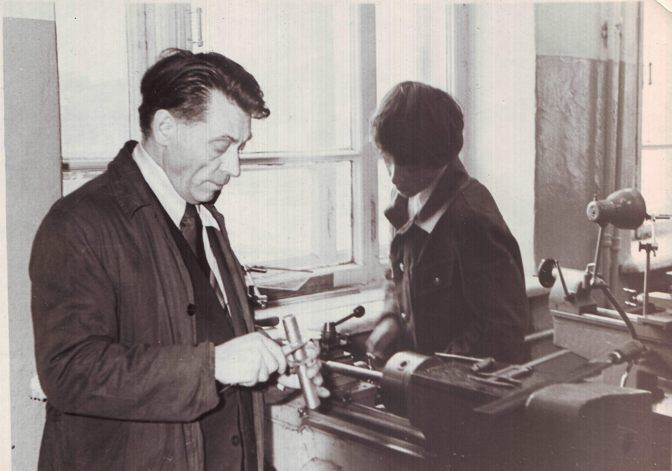 Евтехов В.Е. на уроке в мастерской 1983 г