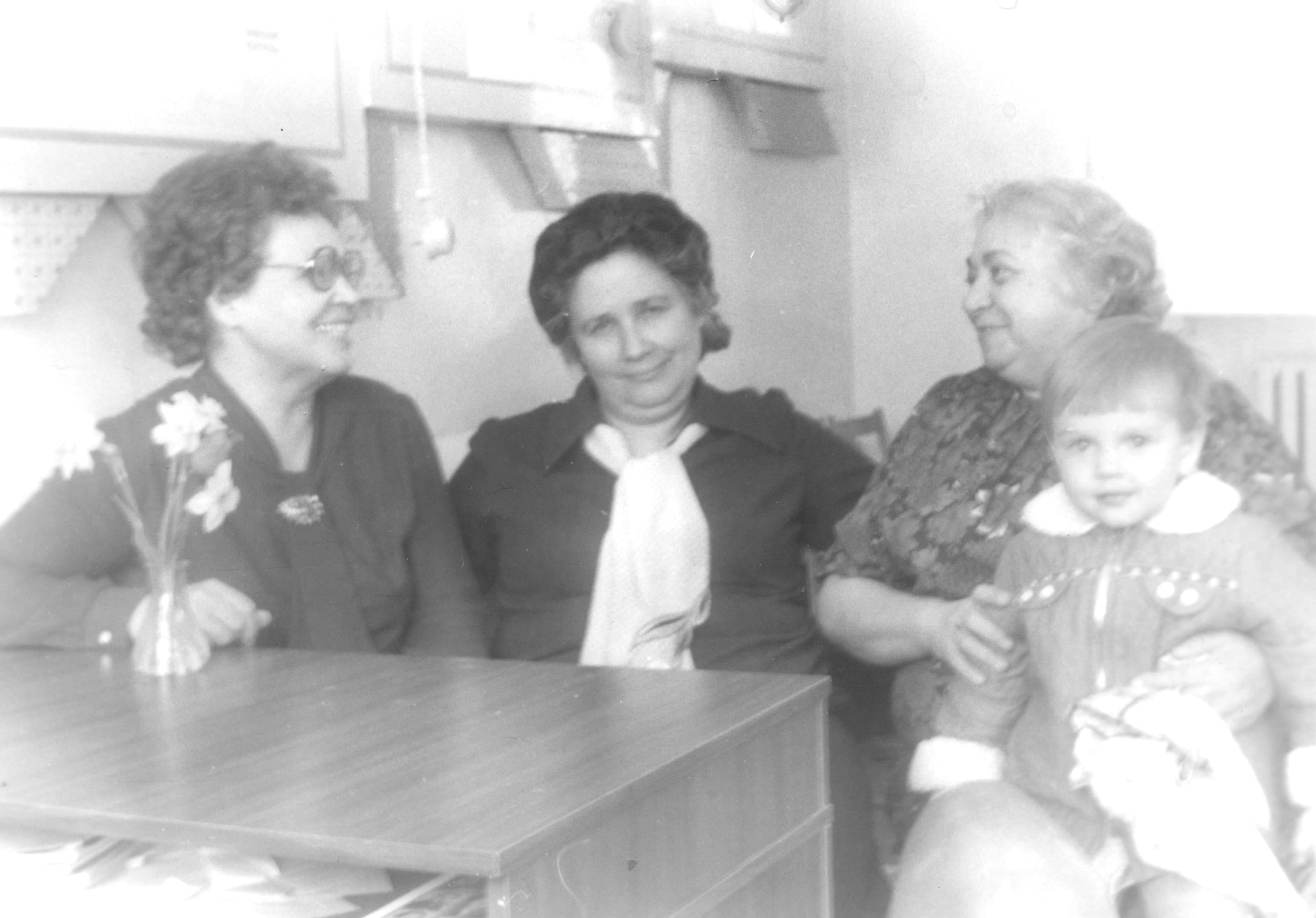 В.И.Стрельникова, Г.Е.Зайцева, Ю.И.Гуляева март 1987 года