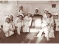 Выступление учащихся школы №18 в госпитале №2551. 1942 год.jpg