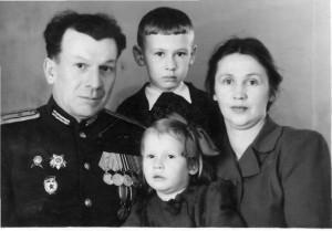 Абрамовы В.В.и Л.Н. с детьми