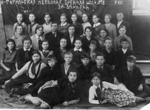 Учащиеся НСШ №18 с директором  Н.М. Балмашовым