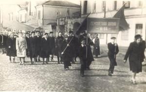Школа № 18 на Первомайской демонстрации. Конец 50-х годов