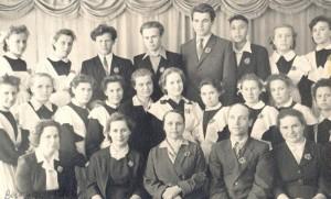 Выпускники 1959 года. Галина Евгеньевна Зайцева вторая слева.